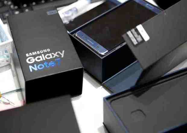 South Korea's industrial output slumps as Galaxy Note 7 discontinued