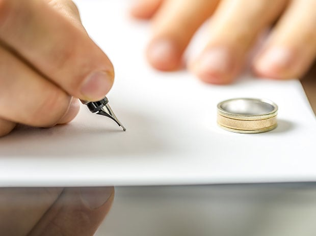 A man signing divorce papers. (Photo: Shutterstock)