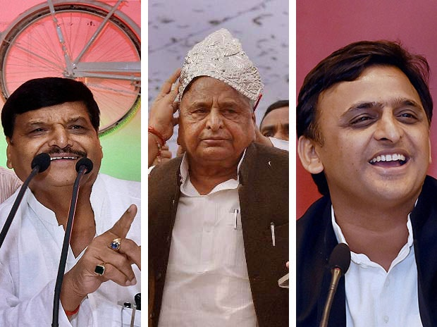 (From L to R) Senior SP leader Shivpal Singh Yadav, SP Chief Mulayam Singh Yadav and Uttar Pradesh Chief Minister Akhilesh Yadav.