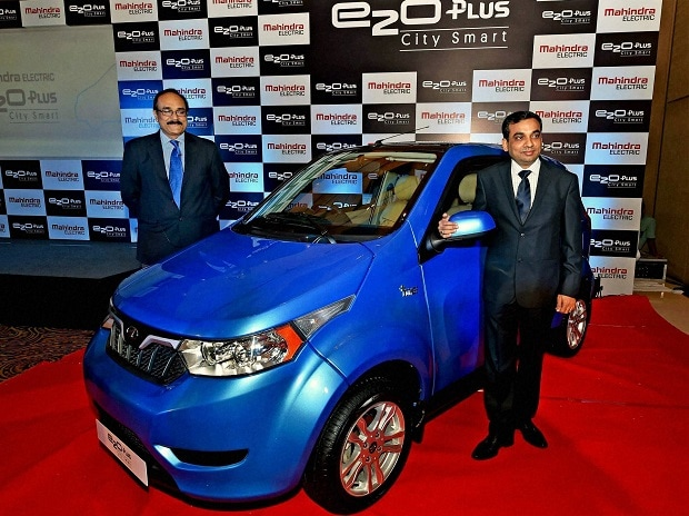 Mahesh Babu, CEO-designate, Mahindra Electric and Dharmendra Mishra, Vice President, Sales, Marketing and Customer Care during launch of new Electric citysmart car e2o plus in Kolkata