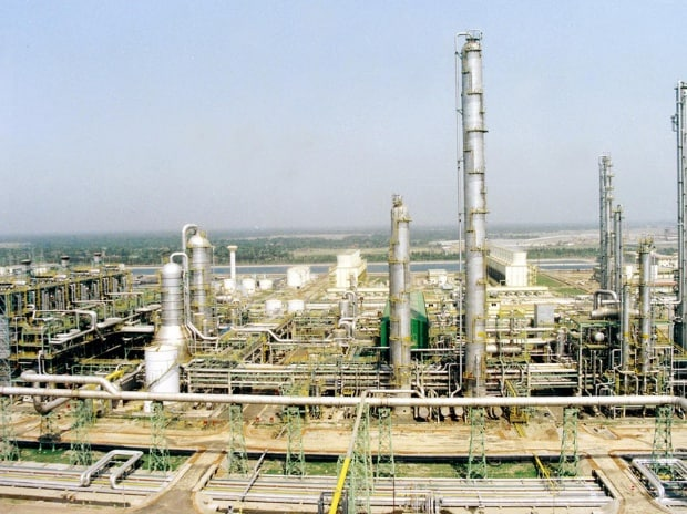 Essar consortium forays into LNG business, bags ...