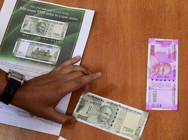 Millions scramble after India scrapped its largest banknotes