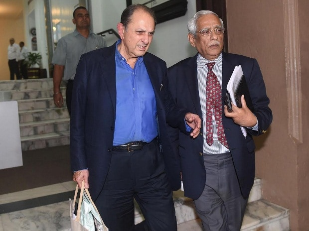 Nusli Wadia, director, Tata Motors and Subodh Bhargava, director of Tata Motors leave Bombay House after Tata Motors' board meeting in Mumbai. Photo: Kamlesh Pednekar