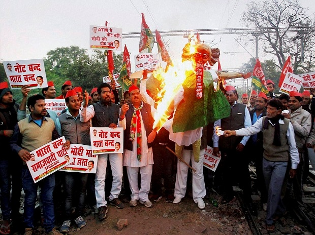 Protestors burn the effigy of Prime Minister Narendra Modi.  Photo: PTI