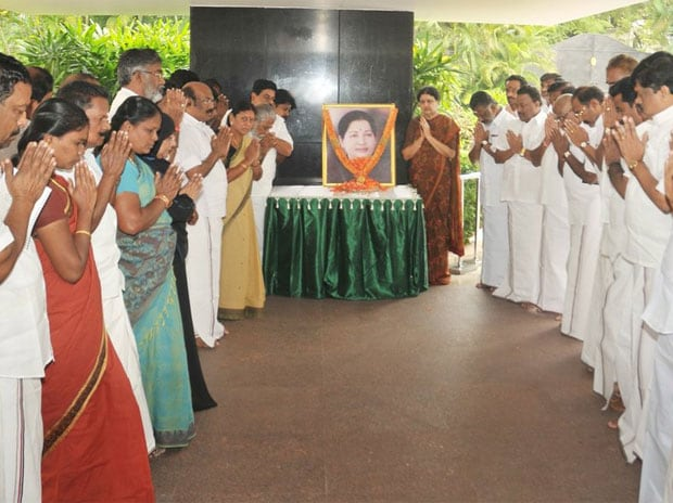 AIADMK leaders paying respect to late Tamil Nadu chief minister J Jayalalithaa. Photo: Twitter (@AIADMKOfficial)