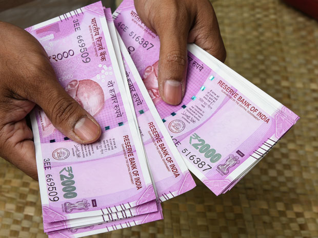 A man counting Rs 2,000 notes. Photo: Shutterstock