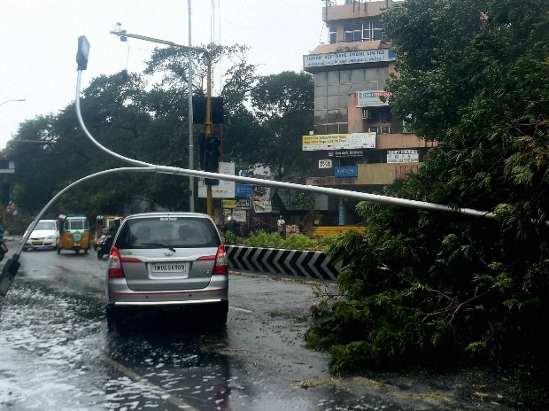 Vardah Cyclone: Bus fall down and driver flew away in cyclone