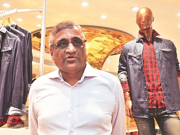 kishore biyani chairman future media Kishore biyani is the founder and group chief executive officer of future group,  one of india's leading consumer goods organizations focused.