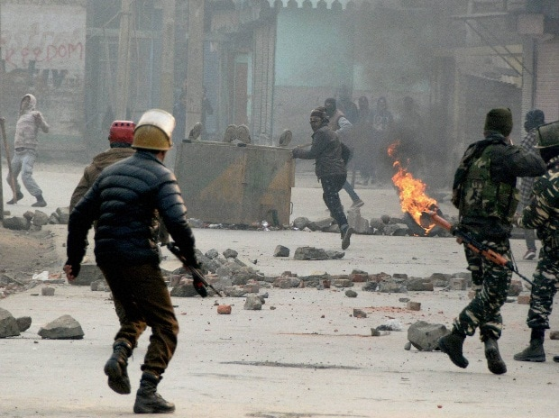 Protest, stone, J&K, Security personnel, Armed forces