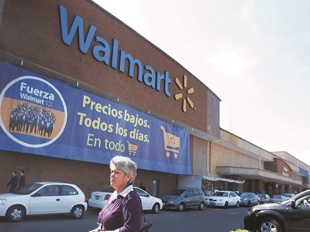 Wal-Mart shrinks gap with Amazon, makes pricing more competitive | Business Standard News