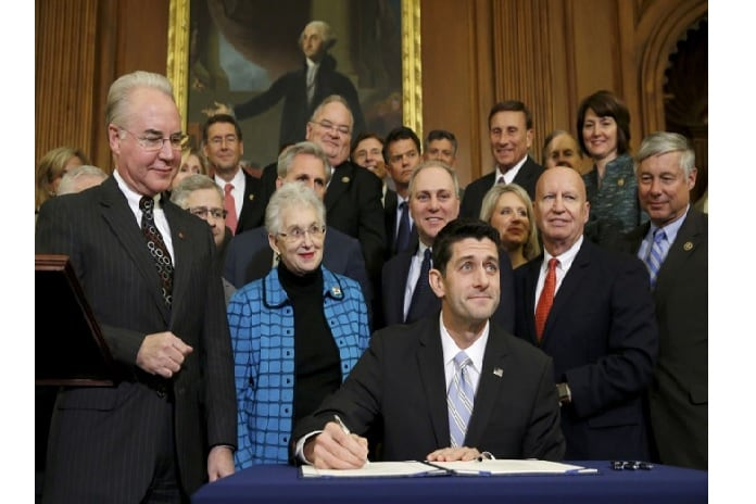 US House Speaker Paul Ryan (R-WI) signs a bill repealing Obamacare at the US Capitol in Washington. Photo: Reuters