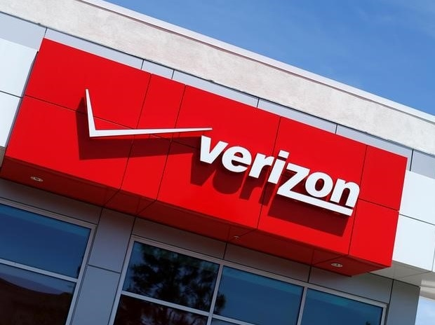 AT&T and Verizon are going to build cell towers together