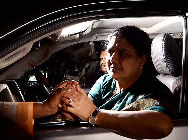 AIADMK General Secretary VK Sasikala consoled by a lady on the way from Koovathur Resort to Poes Garden at Koovathur, outskrits of Chennai. Photo: PTI