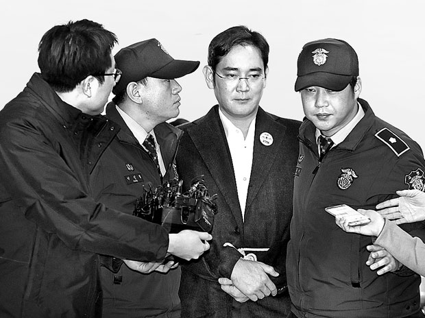 Samsung scion follows father's path in scandal, too