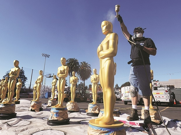 Stage-craft artist Rick Roberts paints an Oscar statue as preparations continue for the 89th Academy Awards, which will be held on Sunday night in Los Angeles Photo: Reuters