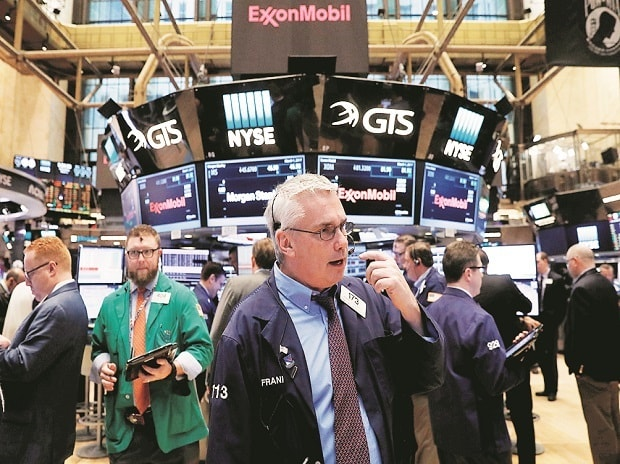 Wall Street little changed ahead of Federal Reserve minutes
