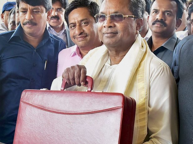 Karnataka Chief Minister Siddaramaiah arrives at the Vidhana Soudha to present the State bugdet 2017-18 in Bengaluru (Photo: PTI)