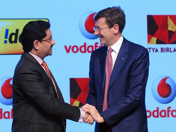 Kumar Mangalam Birla, Aditya Birla Group Chairman, and Vittorio Colao, CEO of Vodafone Group, at the press conference in Mumbai. Photo: Kamlesh Pednekar