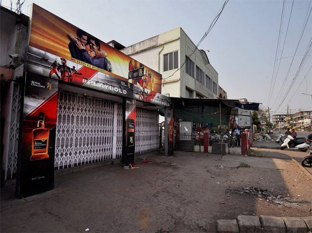 A closed liquor shop following the directive of the Supreme Court to shut liquor vends located within 500 of national and state highways in Nagpur. Photo: PTI