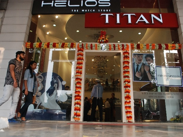 Titan's growth recovers, but margins see some pressure