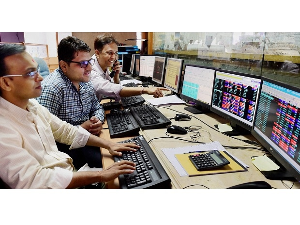 traders reacts as Sensex reached 30,000 mark (Photo: PTI)