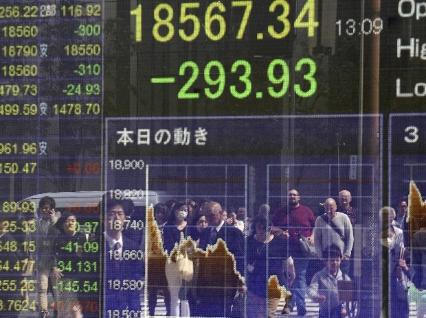 Banking stocks drag markets to one-month low