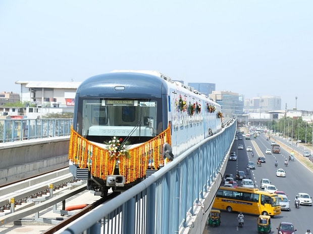 First train of South Extension of Rapid Metro, Gurgaon