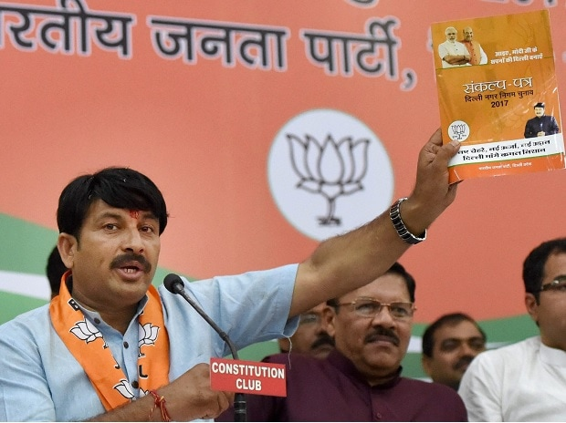 Delhi BJP President Manoj Tiwari addressing as senior leader Shyam Jaju looks on during a press conference releasing BJP ''Sankalp Patr'' manifesto for MCD elections in New Delhi on Sunday. Photo: PTI