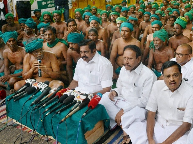Tamil Nadu farmers suspend protest till May 25 after CM's assurance