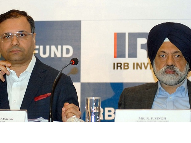 Virendra D Mhaiskar, CMD, IRB Infrastructure Developers Limited and R P Singh, Chairman, Investment Manager, IRB Infrastructure Developers Limited at IPO Press Conference in Mumbai on 25th April, 2017- KAMLESH PEDNEKAR.