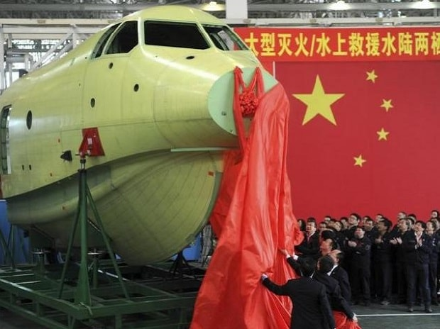 Officials of Aviation Industry Corporation of China (AVIC) unveil the newly-made nose of amphibious aircraft AG600, during a ceremony at a factory in Chengdu, Sichuan province. File Photo: Reuters