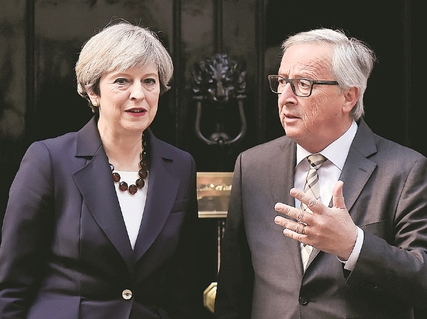 European Commission Chief Jean-Claude Juncker (right) with UK PM Theresa May