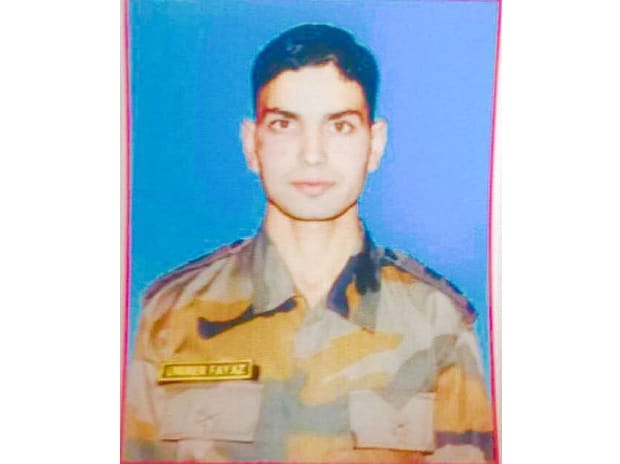 Lieutenant Umar Fayyaz of 2 Rajputana Rifles, was killed in Shopian. Image: @manaman_chhina
