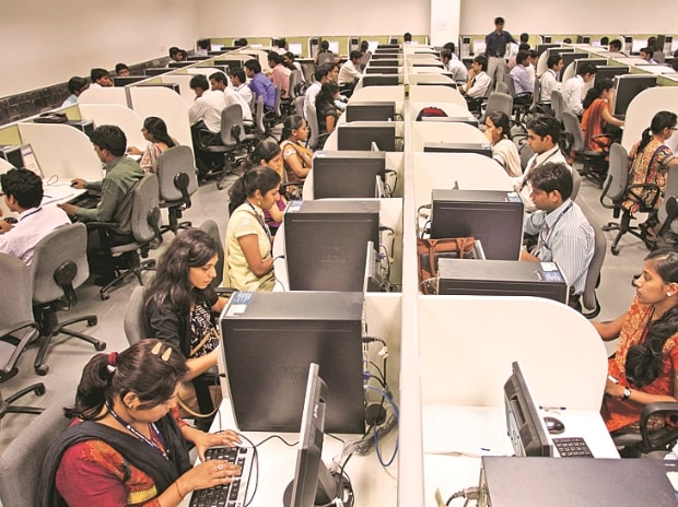 Amid IT layoffs and slowdown, headhunters see surge in mid-level resumes