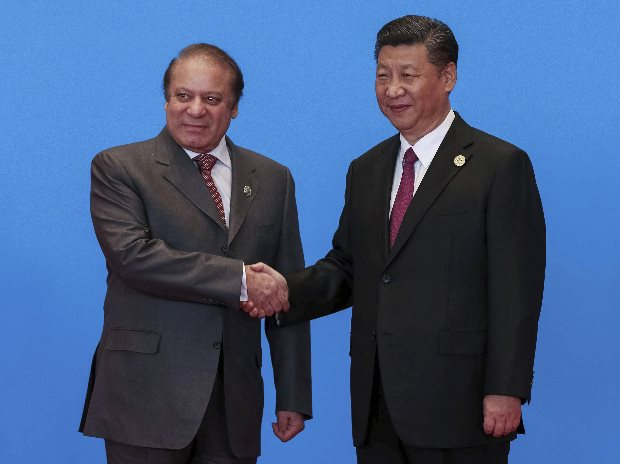Chinese President Xi Jinping (R) with Pakistan Prime Minister Nawaz Sharif. Photo: PTI