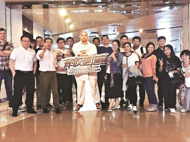Dangal fans with a life-size cutout of Aamir Khan at a cinema theatre in China