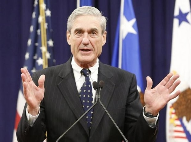 Outgoing FBI Director Robert Mueller reacts to applause from the audience during his farewell ceremony at the Justice Department in Washington Photo: Reuters