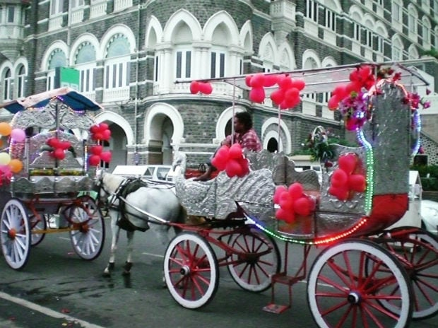 Mumbai's iconic Victorias, which will soon be phased out, are seen lined up outside Taj Mahal Hotel. Photo: www.wheretofun.com
