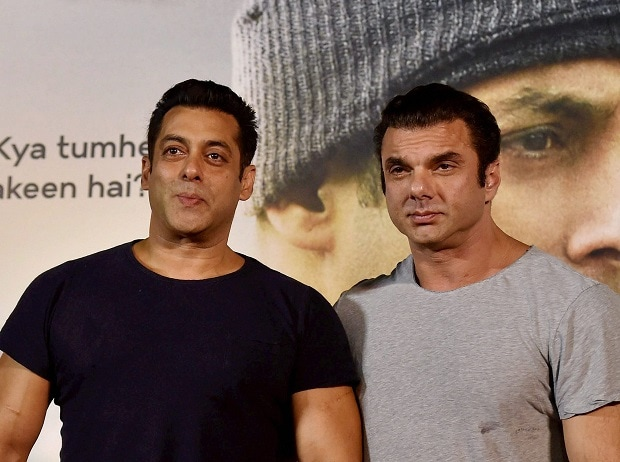 Bollywood actors Salman Khan and Sohail Khan during the trailer launch of film Tubelight. Photo: PTI