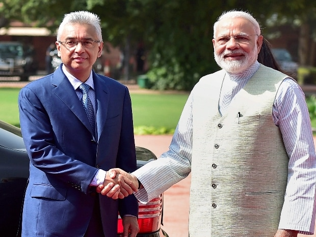 Prime Minister Narendra Modi shakes hands with his Mauritian counterpart Pravind Kumar Jugnauth during the ceremonial reception at the forecourt of Rashtrapati Bhawan in New Delhi on Saturday.(Photo:PTI)