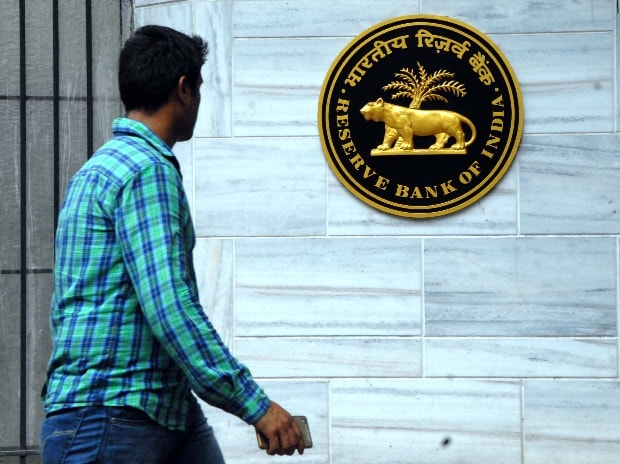 RBI Keeps Key Interest Rate Same, Lowers Inflation Projections