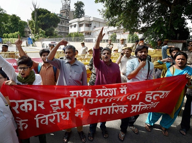 Students and activists protesting against killing of six farmers in Mandsor police firing incedent, at MP Bhawan in New Delhi on Wednesday. Photo: PTI