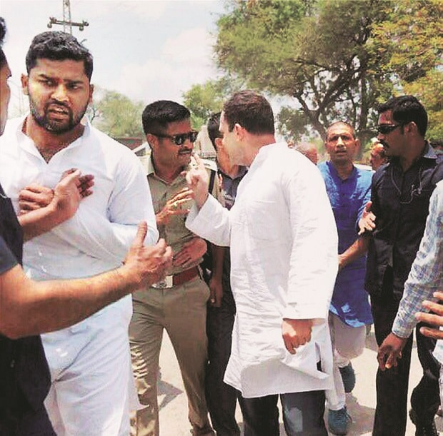 Congress Vice-President Rahul Gandhi argues with a police officer while on his way to Mandsaur, Madhya Pradesh, on Thursday to meet family members of the farmers killed in firing. Photo: PTI