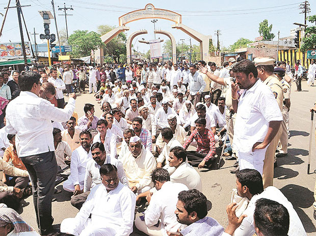 Farmers during a protest in Solapur, Maharashtra, earlier this week. Photo: PTI
