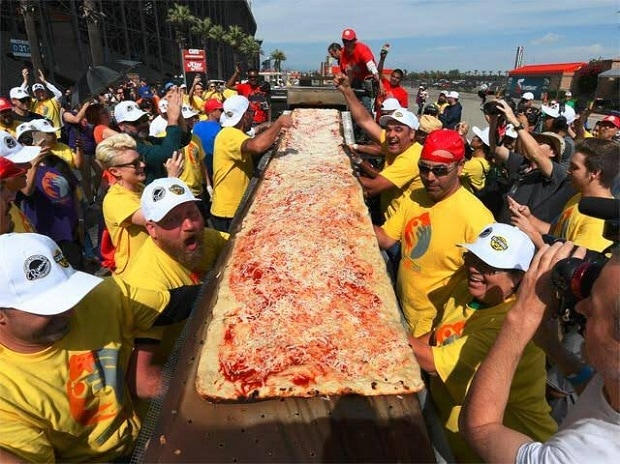 World's longest pizza, pizza, California