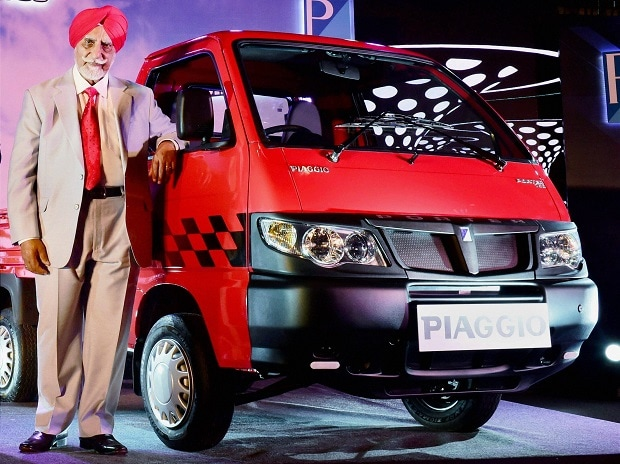 Piaggio Vehicles Private Limited Chairman Ravi Chopra poses for media duirng the launch of Piaggio's Porter 700. Photo: PTI