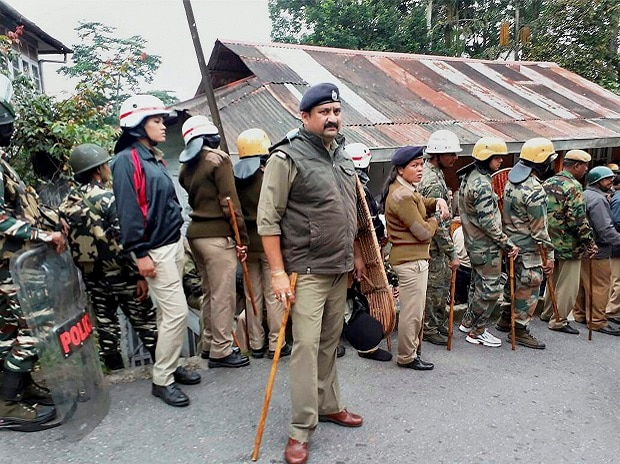 Security personnel stand guard as the supporters of the Gorkha Janmukti Morcha call for an indefinite bandh for a separate state of Gorkhaland in Darjeeling Hills. Photo: PTI