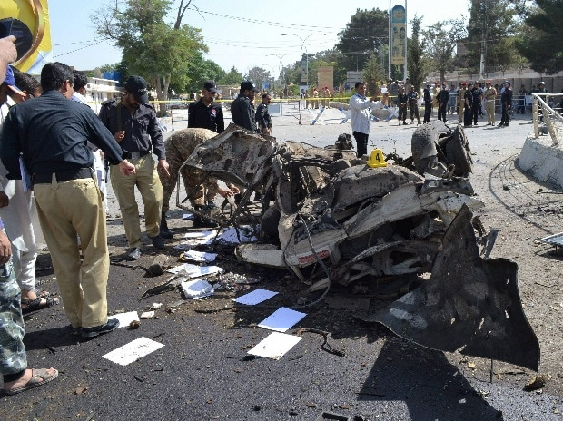 Pakistani police officers examine the site of an explosion in Quetta, Pakistan, Friday, June 23, 2017. A powerful bomb went off near the office of the provincial police chief in southwest Pakistan on Friday, causing casualties. Photo: AP/PTI