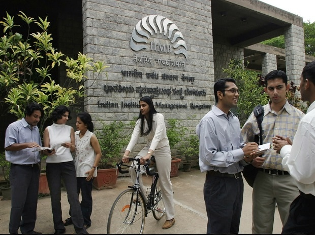 Lok Sabha passes bill to give more autonomy to IIMs