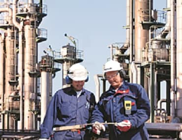 Refiners set to hike spending on digital technologies to operational costs